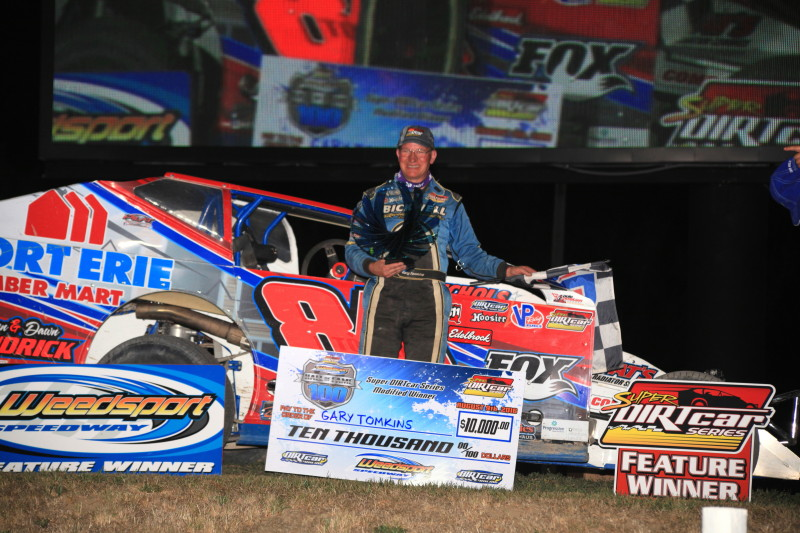 Tomkins Makes Last Lap Stunner at Weedsport; Captures First SDS Race Since 2008